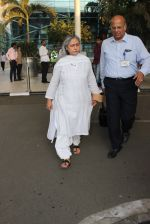 Jaya Bachchan snapped at airport on 11th March 2016 (57)_56e407f89a577.JPG