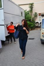Twinkle Khanna snapped at Mehboob on 11th March 2016 (19)_56e40a98632b2.JPG