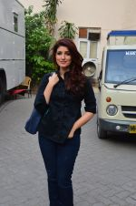Twinkle Khanna snapped at Mehboob on 11th March 2016 (22)_56e40a9c028d1.JPG