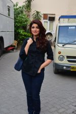 Twinkle Khanna snapped at Mehboob on 11th March 2016 (23)_56e40a9d08eed.JPG