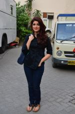 Twinkle Khanna snapped at Mehboob on 11th March 2016 (24)_56e40a9e2ee0b.JPG
