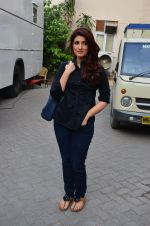 Twinkle Khanna snapped at Mehboob on 11th March 2016 (25)_56e40a9f32588.JPG