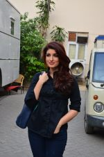 Twinkle Khanna snapped at Mehboob on 11th March 2016 (27)_56e40aa097c1b.JPG