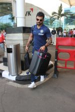 Virat Kohli snapped at airport on 11th March 2016 (17)_56e40864996d4.JPG
