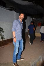 Arjun Rampal snapped post dinner in Bandra on 12th March 2016 (9)_56e550f8345be.JPG