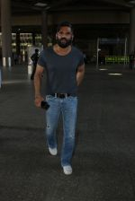 Sunil Shetty snapped at the airport on 12th March 2016