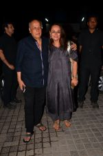 Mahesh  Bhatt, Soni Razdan at Karan Johar_s screening for Kapoor n Sons on 13th March 2016 (42)_56e6a95740bf9.JPG