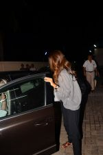 Shweta Nanda at Karan Johar_s screening for Kapoor n Sons on 13th March 2016 (28)_56e6a9ee881b2.JPG