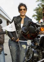 Sonali Kulkarni on harley davidson for taj lands end on 13th March 2016 (1)_56e6a39f5c052.jpg