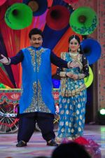 Dilip Joshi, Disha Wakani at SAB ki Holi day 2 on 14th March 2016 (75)_56e7ea95a61d4.JPG