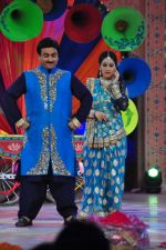 Dilip Joshi, Disha Wakani at SAB ki Holi day 2 on 14th March 2016 (76)_56e7eac928f0d.JPG