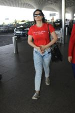 Zarine Khan snapped at airport on 15th March 2016 (17)_56e96dd4df547.JPG