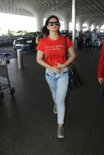 Zarine Khan snapped at airport on 15th March 2016