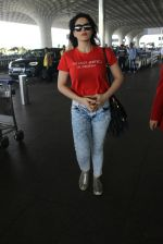 Zarine Khan snapped at airport on 15th March 2016 (21)_56e96dd93cb59.JPG