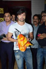Himesh Reshammiya visits Siddhivinayak Mandir to offer prayers as gratitude for the success of Teraa Surroor on 16th March 2016 (2)_56ea516025103.JPG