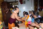 Himesh Reshammiya visits Siddhivinayak Mandir to offer prayers as gratitude for the success of Teraa Surroor on 16th March 2016 (3)_56ea51070c72e.JPG