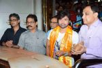 Himesh Reshammiya visits Siddhivinayak Mandir to offer prayers as gratitude for the success of Teraa Surroor on 16th March 2016 (4)_56ea510f6d670.JPG