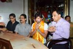 Himesh Reshammiya visits Siddhivinayak Mandir to offer prayers as gratitude for the success of Teraa Surroor on 16th March 2016 (5)_56ea511444442.JPG