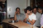 Himesh Reshammiya visits Siddhivinayak Mandir to offer prayers as gratitude for the success of Teraa Surroor on 16th March 2016 (8)_56ea51389af65.JPG