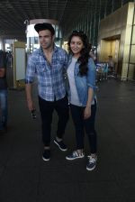 Asha Negi, Rithvik Dhanjani snapped at airport on 17th March 2016 (58)_56ebe9bf9e3e6.JPG
