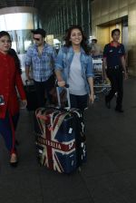 Asha Negi, Rithvik Dhanjani snapped at airport on 17th March 2016 (60)_56ebe9c0a1473.JPG