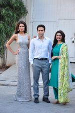 Emraan Hashmi, Nargis Fakhri & Prachi Desai snapped at Azhar photoshoot on 17th March 2016 (11)_56ebe955cdd13.JPG