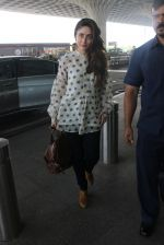 Kareena Kapoor snapped at airport on 17th March 2016