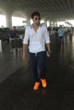 Manish Paul snapped at airport on 17th March 2016
