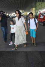 Mini Mathur snapped at airport on 17th March 2016 (17)_56ebeab7c5438.JPG