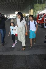 Mini Mathur snapped at airport on 17th March 2016 (21)_56ebeabbaa95c.JPG