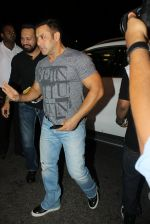 Salman Khan snapped at airport on 17th March 2016 (106)_56ebeae51ab32.JPG