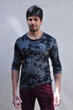 Sidharth Malhotra at kapoor n sons photo shoot on 17th March 2016