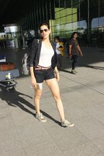 Sonnalli Seygall snapped at airport on 17th March 2016 (92)_56ebeafce035c.JPG