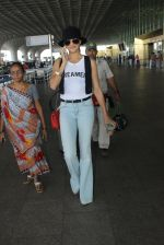 Urvashi Rautela snapped at airport on 17th March 2016