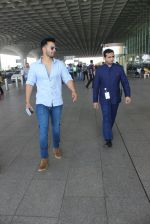 Varun Dhawan snapped at airport on 17th March 2016