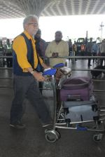 Naseeruddin Shah snapped at airport on 18th March 2016 (22)_56ed40639476c.JPG
