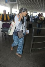 Naseeruddin Shah, Ratna Pathak Shah snapped at airport on 18th March 2016 (5)_56ed40276ea57.JPG