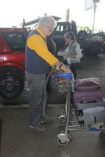 Naseeruddin Shah, Ratna Pathak Shah snapped at airport on 18th March 2016 (6)_56ed4028a5db3.JPG