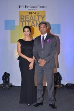 Sophie Choudry at Trends Realty Icons Awards on 18th March 2016 (44)_56ed44495e2f0.JPG