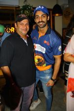 Suresh Menon and Karan Wahi at Beer Cafe launch on 18th March 2016_56ed40bf40751.JPG