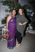 Amrita Arora snapped post dinner at Olive in Bandra on 20th March 2016 (13)_56efbeb9c8219.JPG