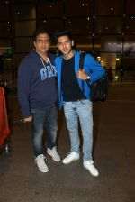 Armaan Malik snapped at airport on 19th March 2016 (104)_56ef9966749e3.JPG