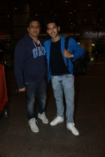 Armaan Malik snapped at airport on 19th March 2016 (106)_56ef996801a91.JPG