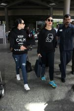 Karisma Kapoor, Kareena Kapoor snapped at airport on 19th March 2016 (41)_56ef9a33ccc9b.JPG