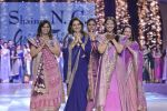 Manisha Koirala walk the ramp for Shaina NC_s show at CPAA Fevicol SHOW on 20th March 2016 (87)_56f004c965b08.JPG