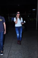 Parineeti Chopra snapped at airport on 19th March 2016