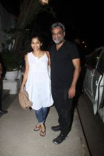 R Balki, Gauri Shinde snapped post dinner at Olive in Bandra on 20th March 2016 (6)_56efbedfd0dae.JPG