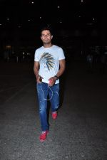 Randeep Hooda snapped at airport on 19th March 2016 (24)_56ef99ff0d0fc.JPG
