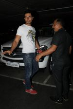 Randeep Hooda snapped at airport on 19th March 2016 (82)_56ef9a0a3eb6b.JPG
