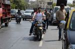 Shraddha Kapoor and Aditya Roy Kapoor snapped on location of their film on streets of Mumbai on 19th March 2016 (106)_56ef9b50cca69.JPG